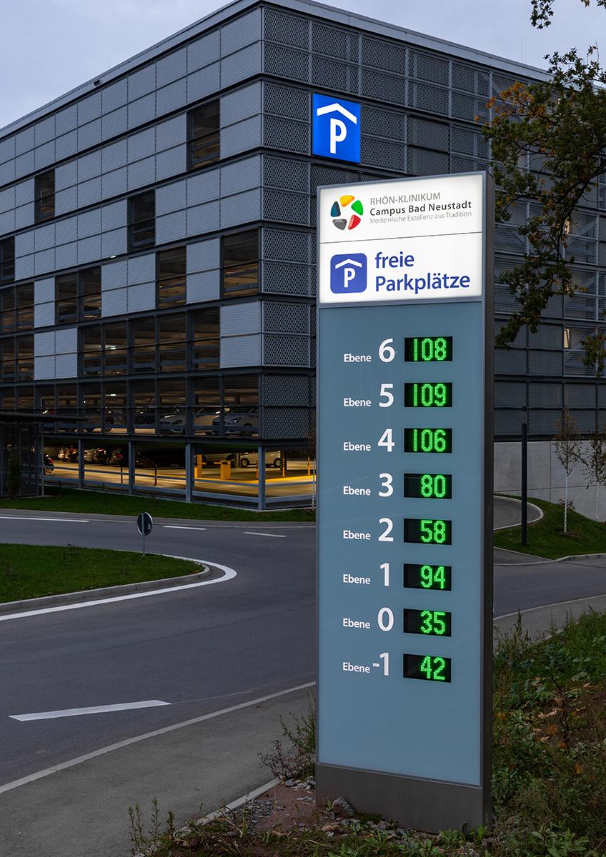 Rhönklinikum_Parkehaus_Stele