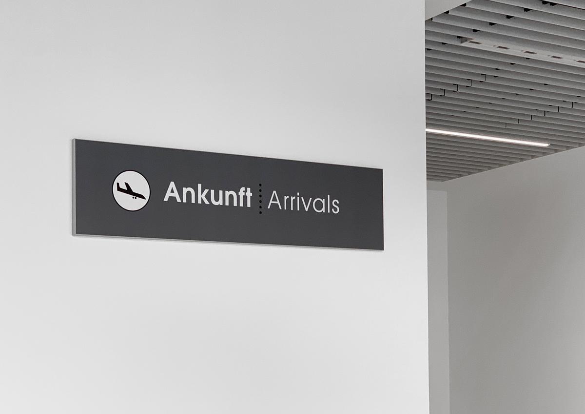 Flughafen_Luebeck_Ankunft