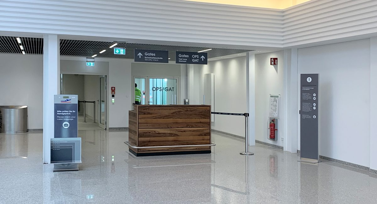 Flughafen_Luebeck_Halle