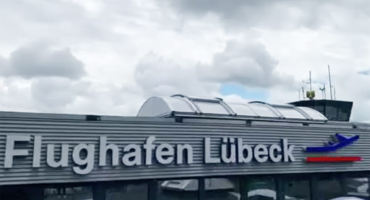 Flughafen_Luebeck_Schriftzug Detail