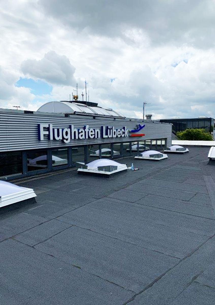 Flughafen_Luebeck_Schriftzug